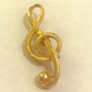 Gold tone treble clef musical note pin brooch